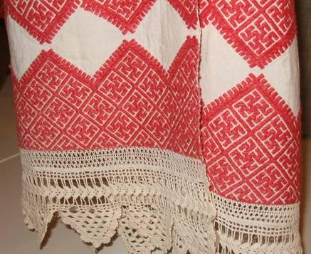 Фото: Праздничное полотенце со свастикой.